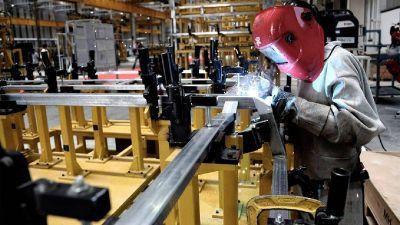 La industria provincial tiene más trabajadores que en abril de 2019