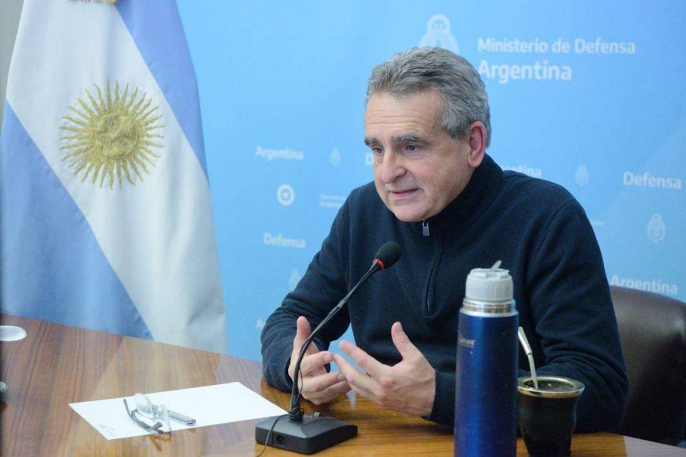 """Agustín Rossi afirmó que la decisión de enviar armas a Bolivia """"solo pudo ser tomada por Mauricio Macri"""""""