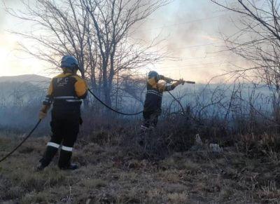 Contenido el incendio en La Perla, buscan a presuntos iniciadores del fuego