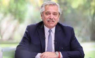Alberto Fernández entregó becas: