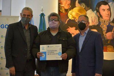 Ituzaingó | Ferraresi y Descalzo entregaron créditos del programa Casa Propia