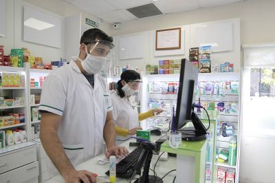 Paritarias: Acuerdan aumento salarial para personal de farmacias