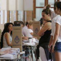 Elecciones 2021: vacunarán a las autoridades de mesa designadas para los comicios