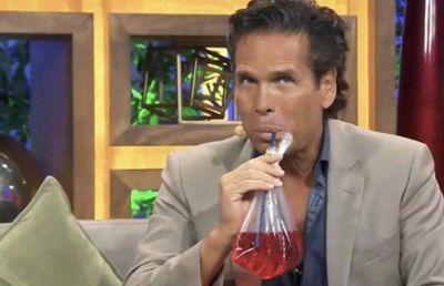 Roberto Palazuelos confiesa que no conocía los refrescos en bolsa y se toma uno