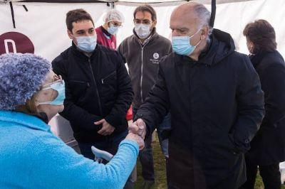 Grindetti visitó un operativo de salud en Lanús Oeste