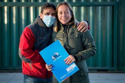 La Provincia entregó escrituras a 60 familias de barrio 1° de Mayo