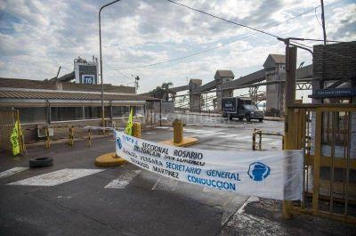 UOCRA reclama el pago de un bono y vuelve a bloquear las terminales portuarias que generan el mayor ingreso de divisas en el país