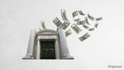 Preocupación en el Gobierno por brecha de dólares financieros: ¿por qué crece y cómo puede controlarla?