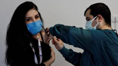 Vacunación para jóvenes de 12 a 17 años: qué condiciones deben acreditar para recibir la dosis