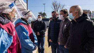 Néstor Grindetti visitó un operativo de salud en Lanús Oeste
