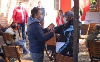 Fernando Gray se reunió con vecinos por obras de pavimentación en 9 de Abril