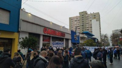 Se cumplen 29 días de toma de los trabajadores de Garbarino