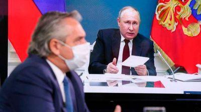 """Ante la falta de segundas dosis, Rusia informó que """"es seguro"""" combinar la vacuna Sputnik V con la de AstraZeneca"""
