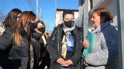 El intendente Menéndez entregó escrituras de viviendas a vecinos de Merlo