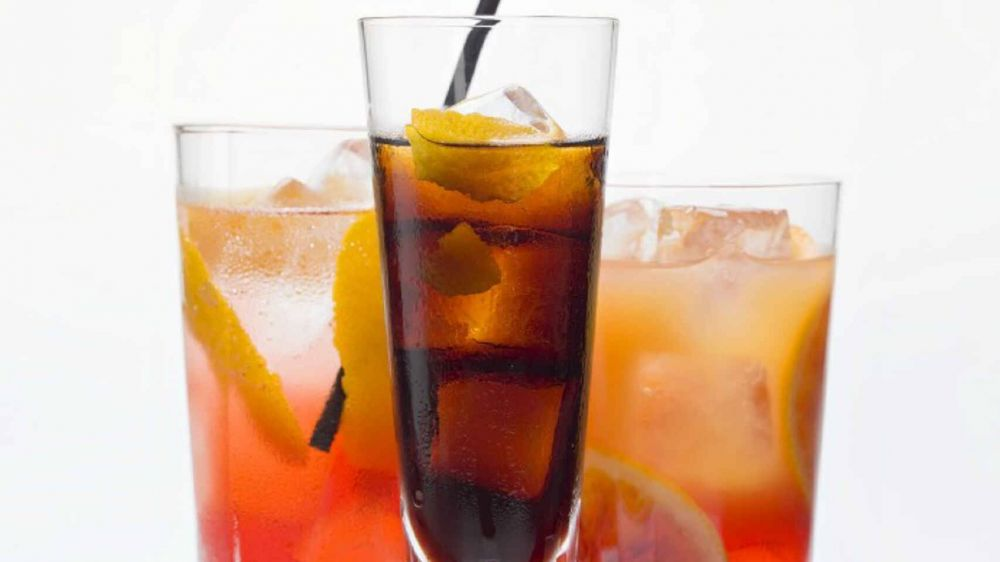Más caries y peor salud: los 5 peligros de abusar de los refrescos este verano en España