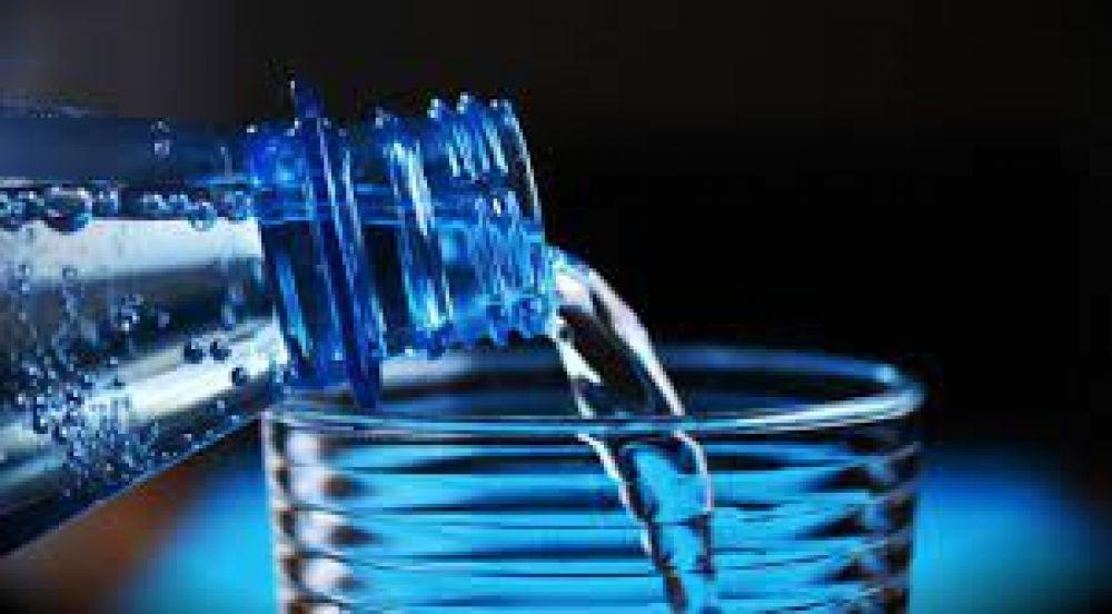 El engaño de algunas aguas 'minerales' envasadas