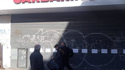 Sin pago de sueldos ni aparición de un inversor, empleados de Garbarino preparan nuevas marchas