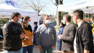 Achával y Laurent acompañaron operativo de vacunación en una plaza