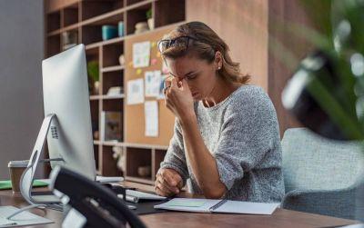 El estrés laboral crónico creció por la pandemia y afecta más a las mujeres y menos a quienes tienen horarios flexibles