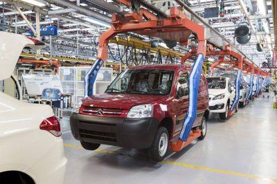 El empleo industrial mantiene su tendencia creciente aunque se desaceleró por la segunda ola