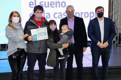 Nueva entrega de créditos Casa Propia a las familias de Avellaneda