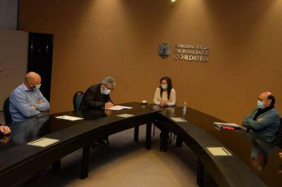 Paritarias: la Provincia acordó un aumento salarial con los gremios estatales
