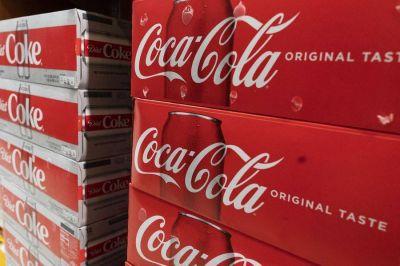 ¿Cuánto carbono sale de un litro de Coca-Cola? Las empresas lidian con las matemáticas del cambio climático