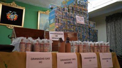 Un oficial de la Fuerza Aérea Boliviana reveló que recogió 40.000 cartuchos antitumulto