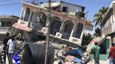 Terremoto en Haití: 1.297 muertos y cientos de personas atrapadas entre los escombros