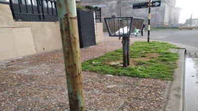 """Perla Norte: """"Falta mantenimiento en las calles y el control de los postes"""""""
