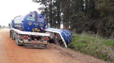 Cañuelas, Camión atmosférico se cayó a la zanja detrás del Monte Mateo, en el camino al barrio Guzzetti