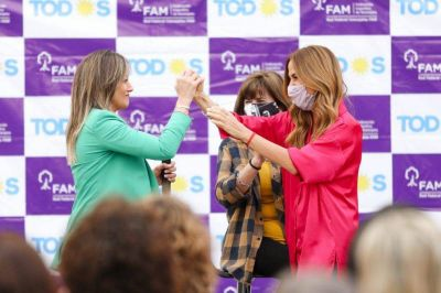 Tolosa Paz y Malena Galmarini encabezaron un acto en San Vicente