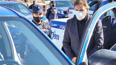 Junto a la jefa de la Policía, Mosquera entrega 3 móviles policiales