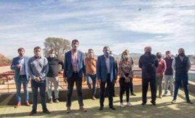 Wado manda a Giles con fondos frescos para municipios de Córdoba