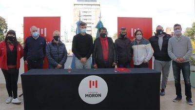 Lucas Ghi firmó un nuevo acuerdo salarial con los estatales municipales de Morón