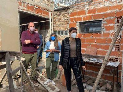 Mayra Mendoza visitó Adopciones Quilmes luego del incendio y anunció ayuda de Provincia