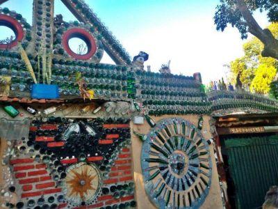 Una casa hecha con botellas: la sorprendente construcción que es furor en Llavallol