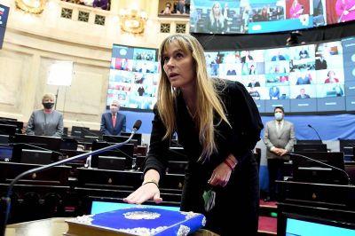 Juró Juliana Di Tulio como senadora nacional y en la sesión se votó el proyecto de ley que resiste Clarín
