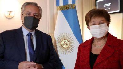 Cerrojo al dólar y reactivación económica, la apuesta oficial para dejar atrás el escándalo de Olivos