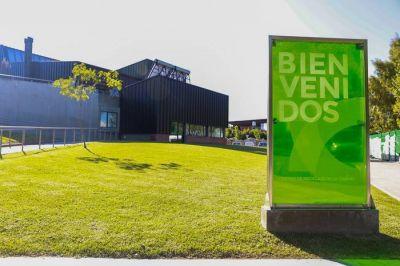 El Gobierno porteño ilumina monumentos por los Premios Latinoamérica Verde y el Día de Ucrania