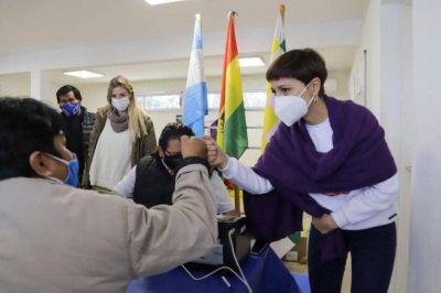 Mayra recorrió la jornada consular integral de Bolivia en Quilmes