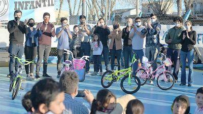Malena Galmarini, junto a concejales del Frente de Todos de Tigre, participó de varios festejos del Mes de las Niñeces