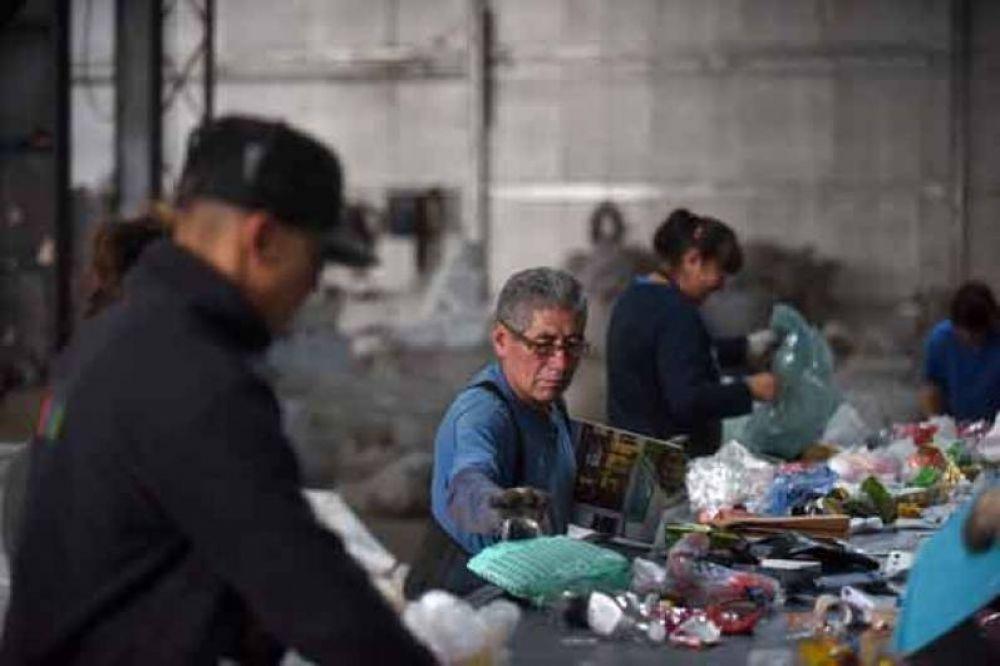 Cooperativas de reciclado reclaman que grandes generadores se incorporen a la nueva norma de gestión de residuos