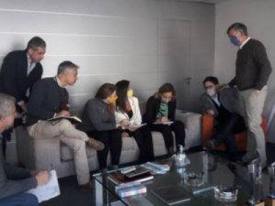"""En Córdoba, enviada de Bullrich disparó contra """"tibios"""" de JpC"""