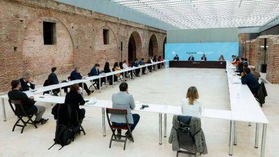 Alberto Fernández se reunió en Casa Rosada con intelectuales de Agenda Argentina, su usina de pensamiento político