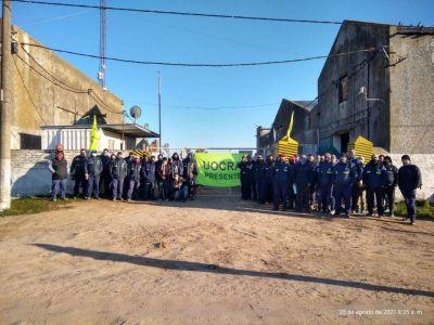 Empleados de Intesar iniciaron un paro y bloquearon el acceso a la planta por falta de pago