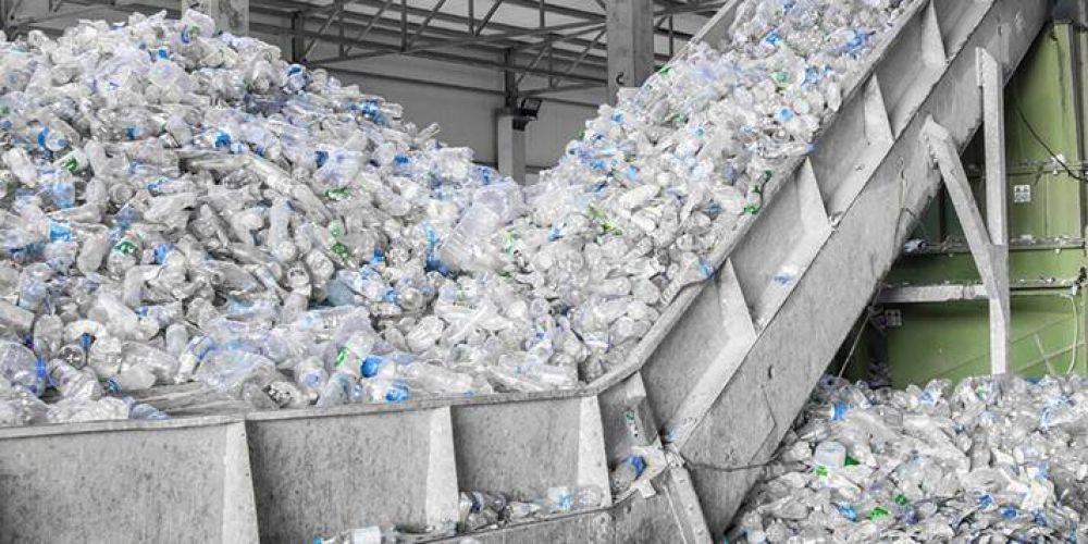 Empresas y entidades del sector petroquímico se unen para promover el reciclaje sustentable del plástico