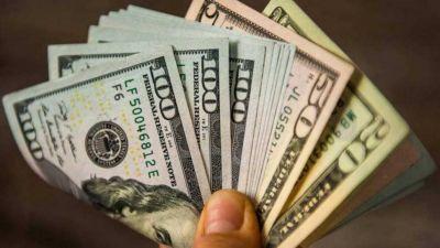 El dólar blue hoy terminó estable en el último lunes de agosto