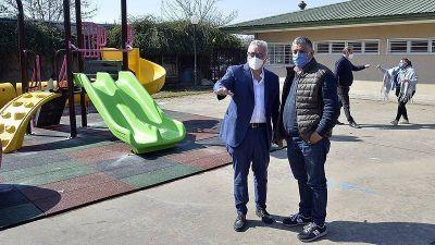 Julio Zamora: «Renovamos los jardines porque tenemos el objetivo de poner en valor la niñez de Tigre»