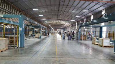 La UIA celebra el Día de la Industria en la planta de cerámica Alberdi, en José C Paz